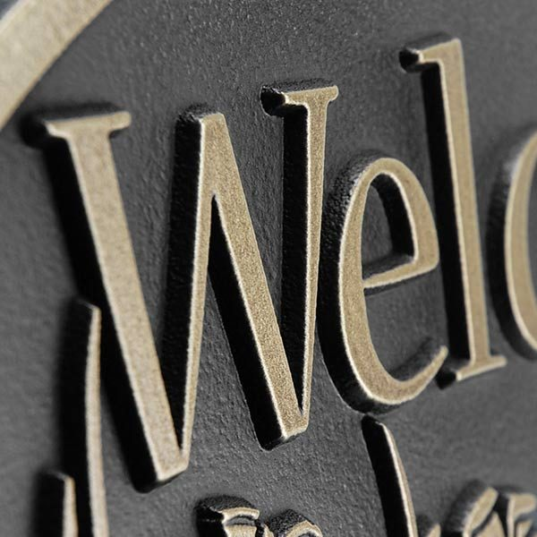 Pine Cone Welcome Plaque - Detail